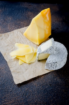 Formaggio a fette, formaggio con muffa, formaggio a pasta dura