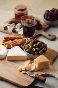Formaggio e olive