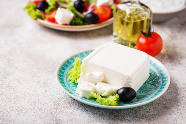 Formaggio feta fresco con olive