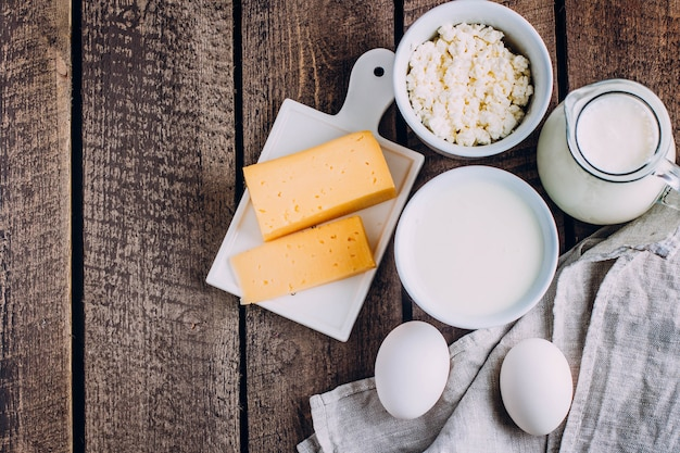 Formaggio, uova, latte, ricotta, yogurt, panna e burro
