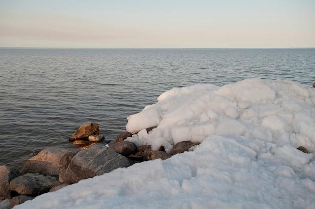 Formazione di ghiaccio sul lago winnipeg a gimli, manitoba, canada