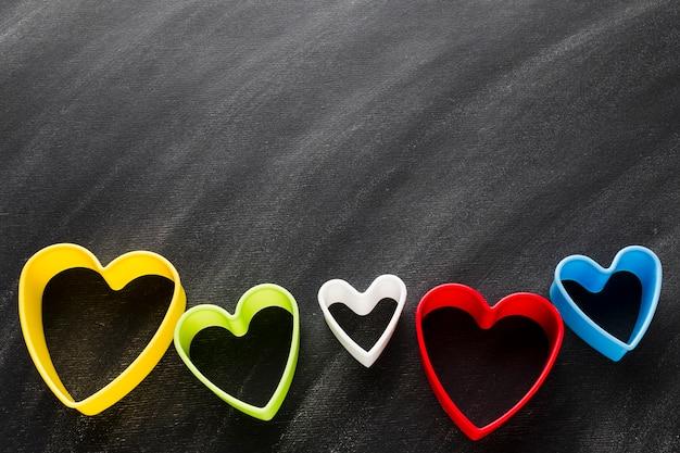 Forme di cuore colorato con spazio di copia