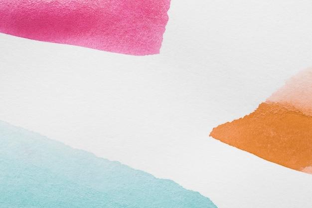 Forme geometriche dell'acquerello con sfondo bianco