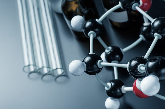 Formula molecolare e apparecchiature di laboratorio