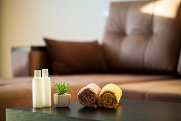 Forniture doccia composizione prodotti cosmetici di trattamento termale.