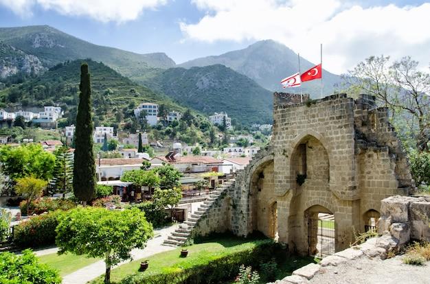 Fortezza dell'abbazia di bellapais a cipro del nord