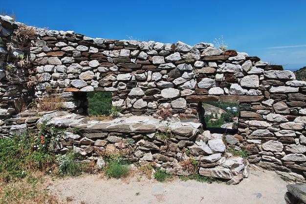 Fortezza di asenovgrad in montagne della bulgaria