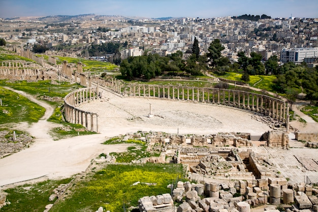 Forum e colonnade street a jerash, giordania