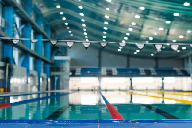 Foto artistica della piscina moderna