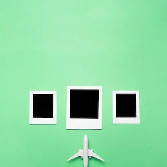 Foto bianche con piccolo aeroplano