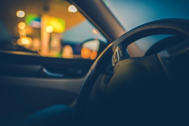 Foto dell'automobile di guida dell'automobile