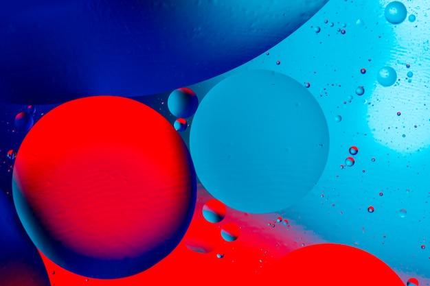 Foto di bolle colorate di ossigeno in acqua