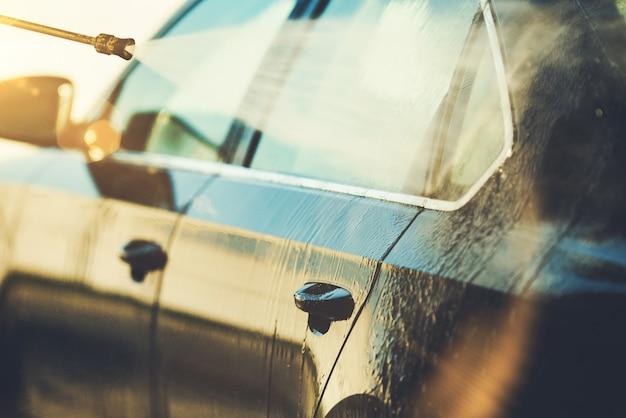Foto di closeup di pulizia auto