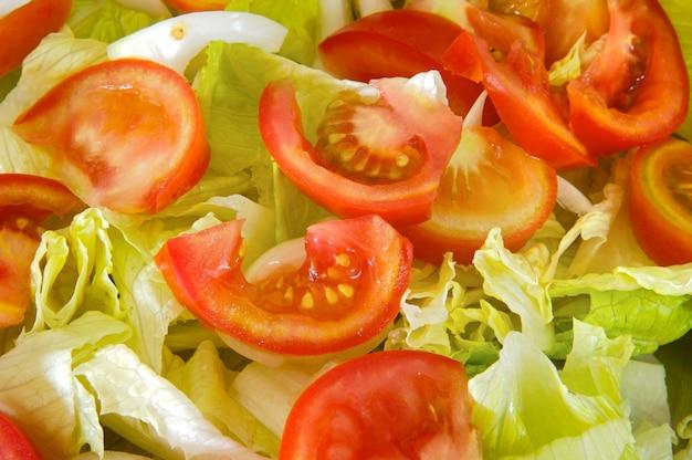 Foto di insalata verde di pomodoro e lattuga