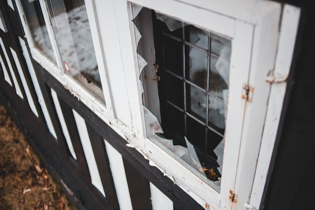 Foto di messa a fuoco selettiva della finestra