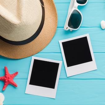 Foto di polaroid piatta laici con il concetto di vacanza