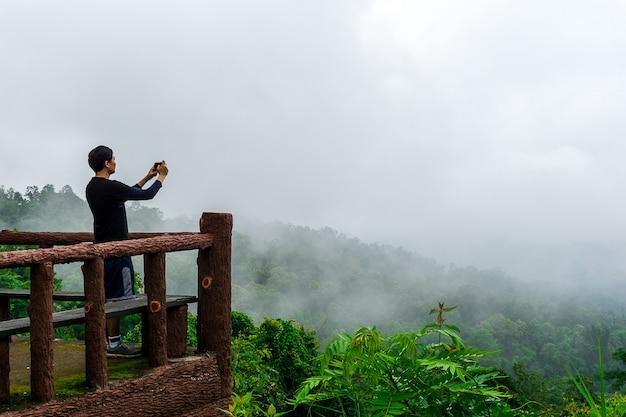 Foto di presa turistica al punto di vista
