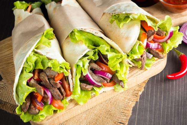 Foto di sandwich messicano o involucro.