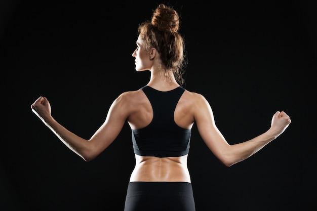 Foto di vista posteriore di una giovane donna sportiva