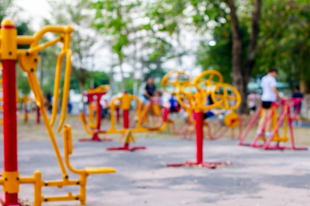 Foto sfocatura attrezzature nel parco