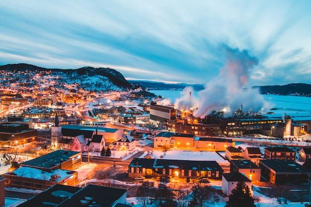 Fotografia aerea dell'orizzonte della città durante il giorno