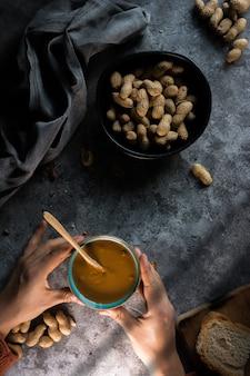 Fotografia di burro di arachidi fatto in casa