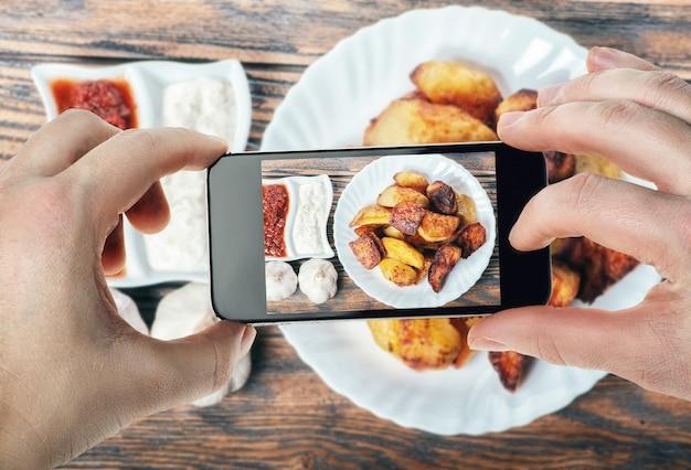 Fotografia di cibo su smartphone