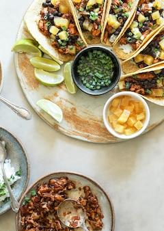 Fotografia di cibo taco fatto in casa vegano