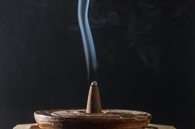 Fotografia di fumo causato da vari incensi