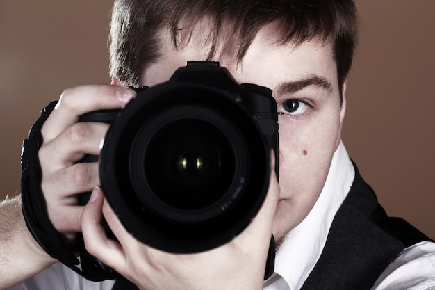 Fotografo con macchina fotografica