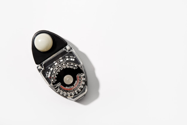 Fotometro vintage utilizzato per la cinematografia e la fotografia isolato