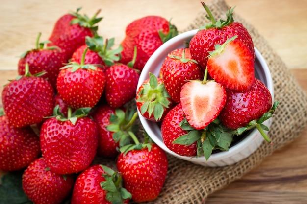 Fragola fresca frutta sana e dolce