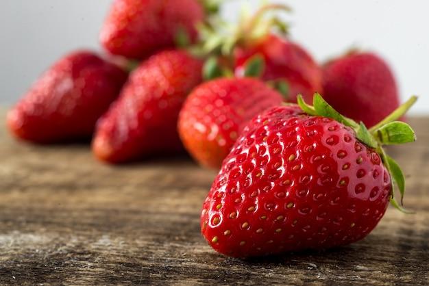 Fragole aromatiche rosse fresche