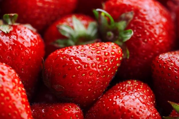 Fragole rosse naturali succose e mature