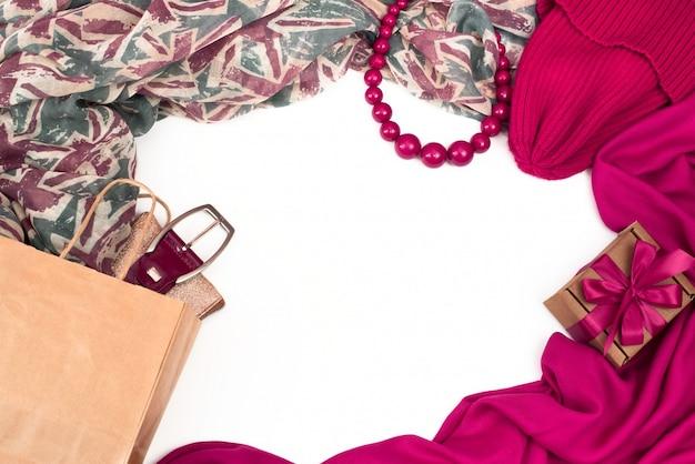 Frame da elementi del guardaroba femminile.