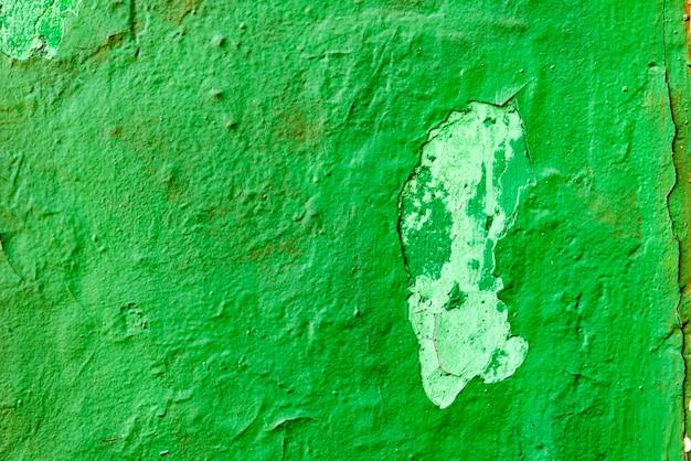 Frammento di muro con graffi e crepe