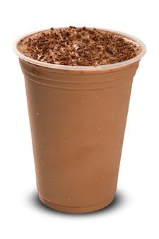 Frappè al cioccolato isolato su sfondo bianco