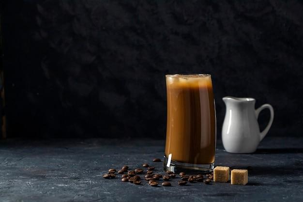 Frappe caffè freddo in vetro alto