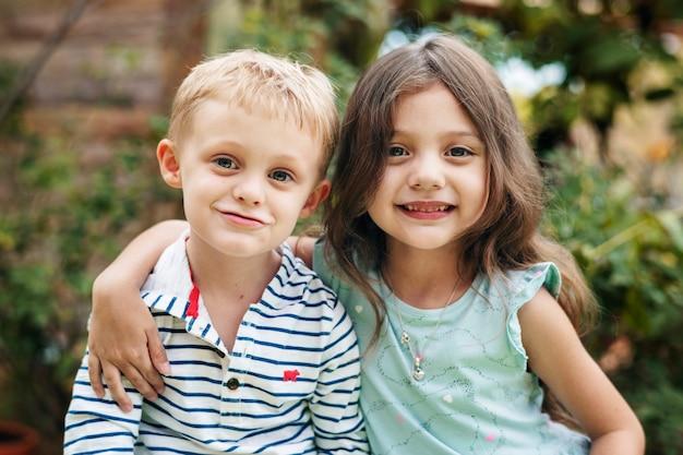 Fratellino e sorella maggiore