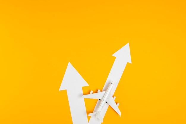 Frecce vista dall'alto con direzione dell'aeroplano