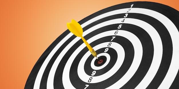 Freccette con frecce nel centro dell'obiettivo