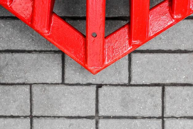 Freccia rossa sulla strada