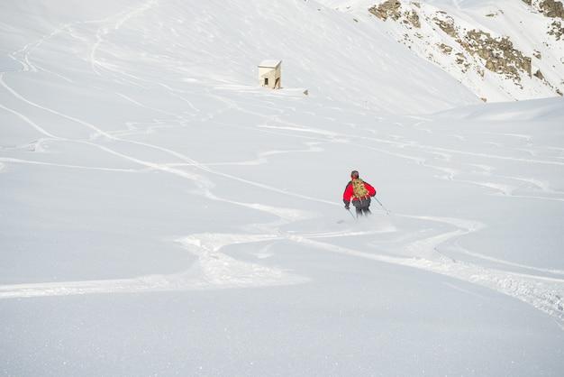 Freeride su neve fresca e polverosa