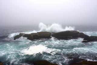 Frenata spruzzi delle onde