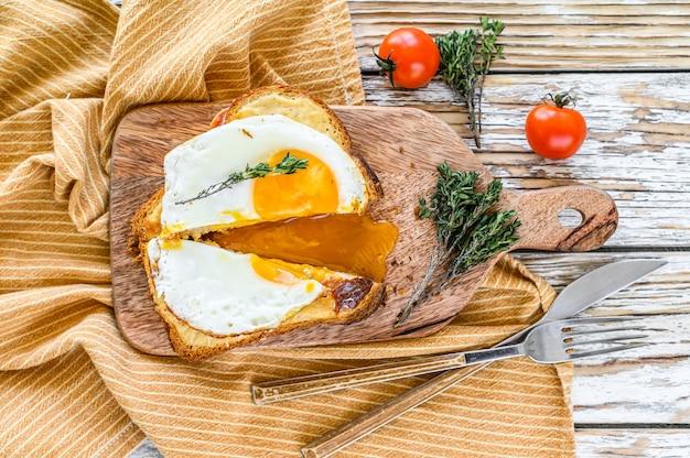 French toast croque madame con formaggio e prosciutto