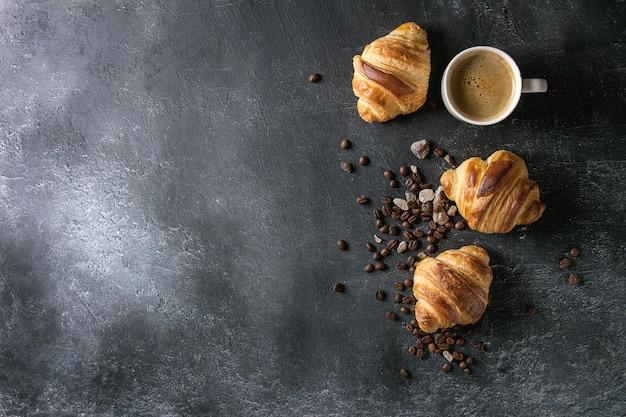 Freschi croissant al forno