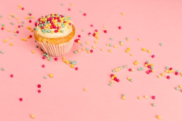 Fresco gustoso cupcake con granelli