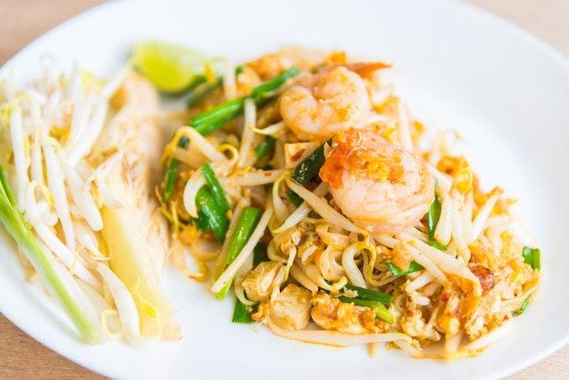 Fried thai noodles