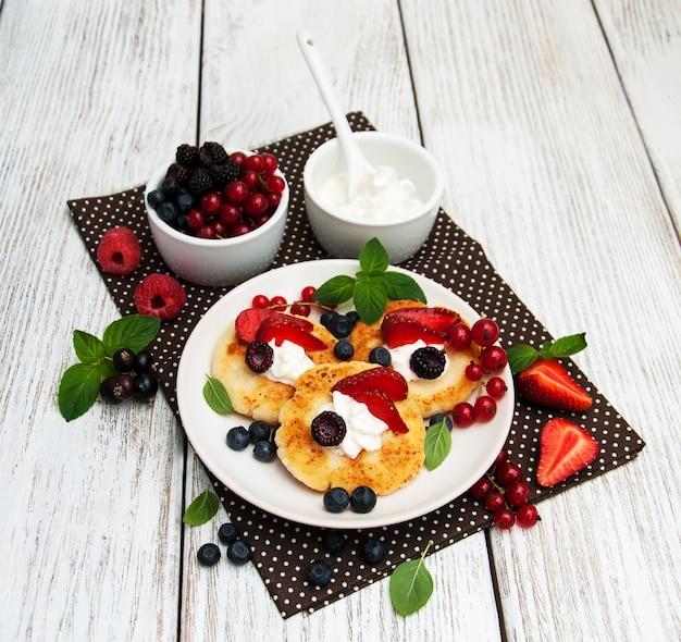 Frittella di ricotta con frutti di bosco