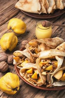 Frittelle di frutta appetitose